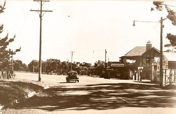 3-Mount-Eliza-Store-and-Ranelagh-Entrance-circa-1945
